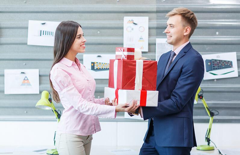 1001 Lưu ý bạn nên biết khi mua quà tặng sếp nữ
